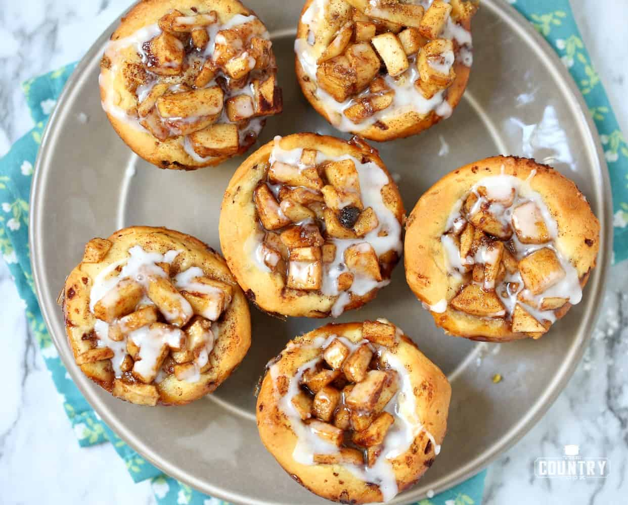 EASY APPLE PIE CINNAMON ROLLS